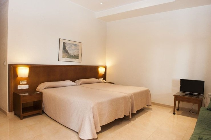 Double room lloyds beach club aparthotel torrevieja, alicante