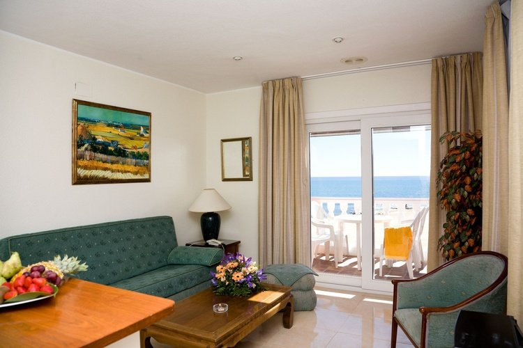 Apartment lloyds beach club aparthotel torrevieja, alicante